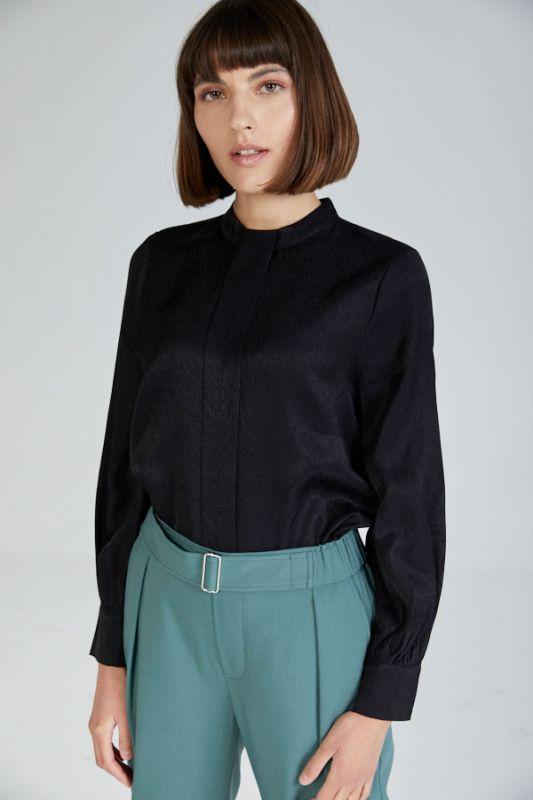 Dunkelblaue Bluse aus natürlichem Stoff