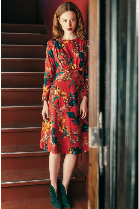 Klassisches Rotes Kleid mit Muster