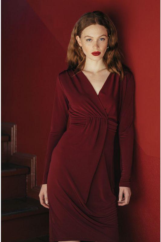 Rotes Jerseykleid mit Raffung