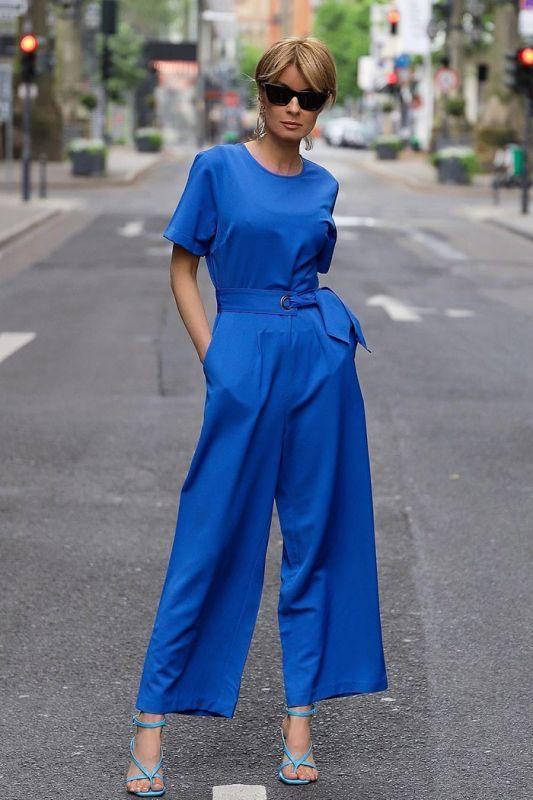 Eleganter Einteiler mit breitem Bein in Kobaltblau