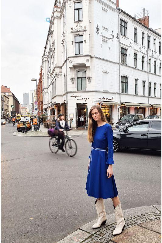 Kleid mit Glockenarm