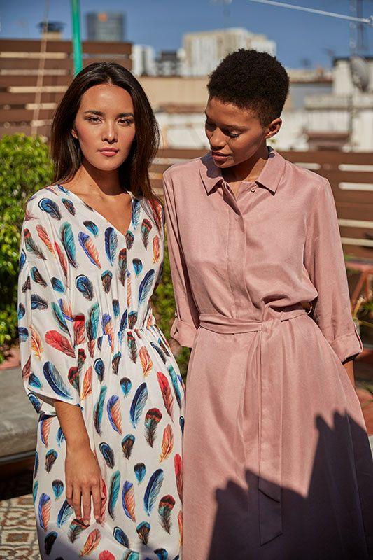 Kleid in Feder Muster mit V-Ausschnit