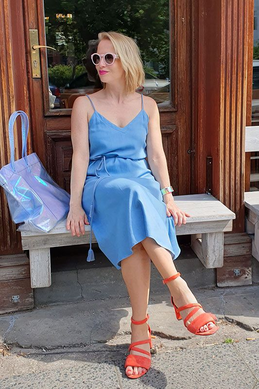 Sommerliches Kleid aus Jeans mit Spaghettiträgern