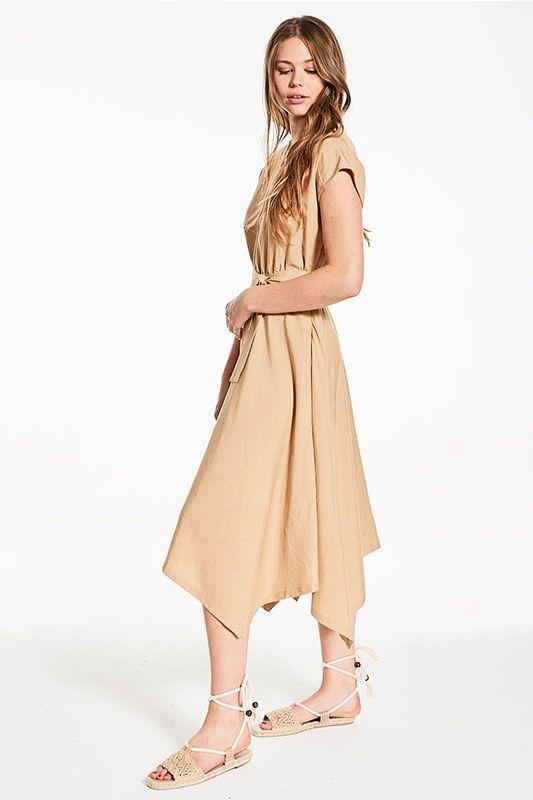Kleid mit asymmetrischem Schnitt in Ocker/Beige