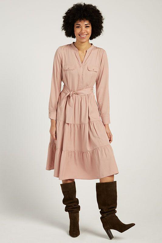 Langarm-Kleid mit Stufen