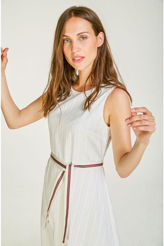 Schönes Baumwollkleid mit coolem Gürtel